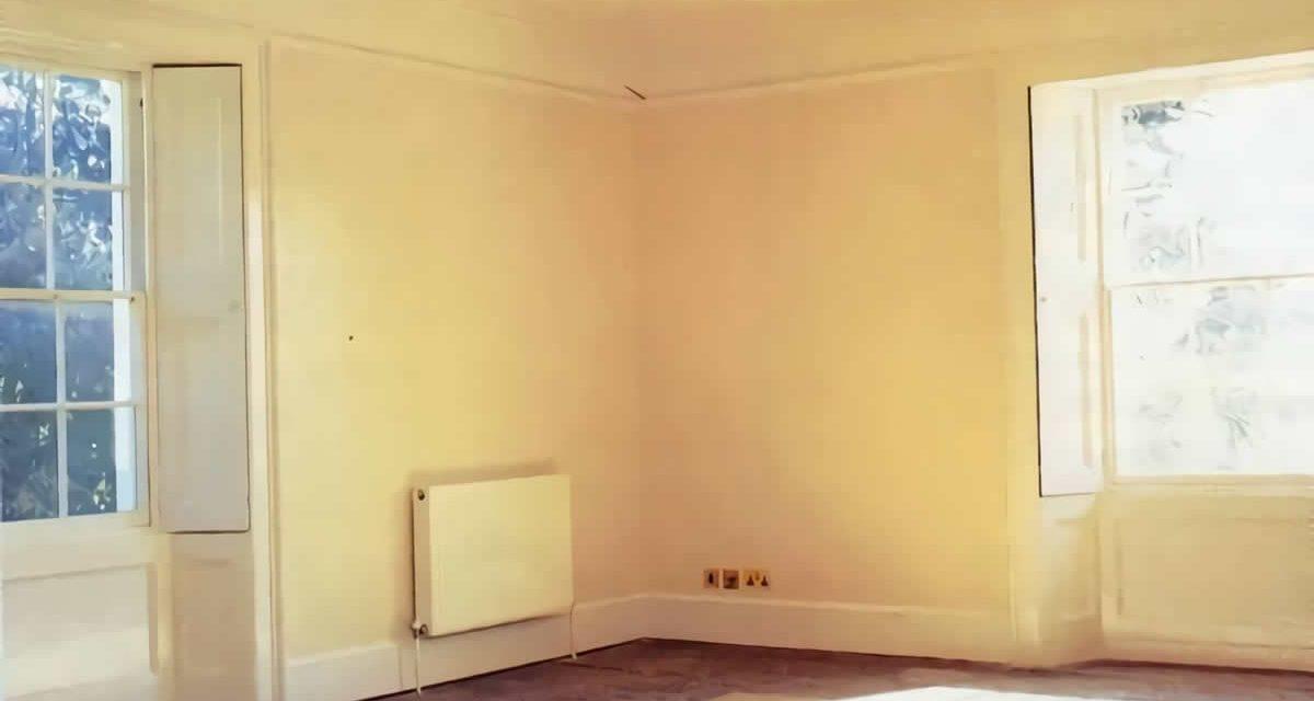 Como preparar una pared pintada para decorarla